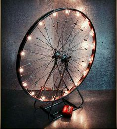 Diy Home Crafts, Diy Home Decor, Upcycled Crafts, Lavabo Design, Creation Deco, Bicycle Art, Bicycle Wheel, Diy Recycle, Fairy Lights
