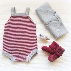 Um conjuntinho tamanho 1-3 meses em stock #babyclothing #babyclothes #babyknitwear #babyromper #romper #booties #babygirl #babyboy #yarn #instaknit #outfit #bebé #coat #babycoat #roupadebebé #instababy #babyspam #handmade #babyjacket #booties #bordeaux #babyboutique #jacket #babyfashion #babybooties #mariacarapim #lightgrey