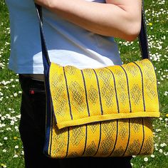 "Peregrina1s Computer bag: ""Seven tablet woven bands sewn together, lined with cotton and reinforced with foam rubber."""