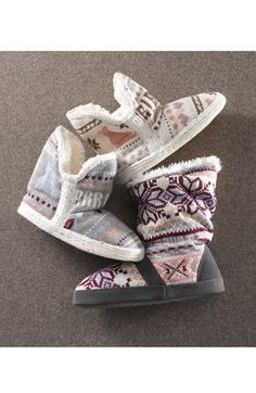 Adorable booties!! http://rstyle.me/n/dtusfnyg6