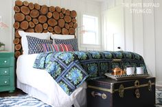 How+to+make+a+deliciously+rustic+headboard+from+wood+slices