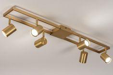 Functionele plafondlamp in messingkleur voorzien van zes richtbare spots. Deze messingkleurige plafondlamp is zeer praktisch en geschikt voor vele doeleinden. Het armatuur is slank en ruimtelijk van vormgeving. De zes spots liggen mooi verdeeld en zijn zowel draai- als kantelbaar zodat u de lichtbundels geheel naar wens kunt richten. De spots zijn voorzien van een GU10 aansluiting en daardoor bijzonder goed geschikt voor gebruik met vervangbaar led. Track Lighting, Ceiling Lights, Interior Design, Home Decor, Desk, Nest Design, Decoration Home, Home Interior Design, Room Decor