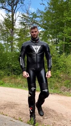 Motorcycle Wear, Motorcycle Leather, Motard Sexy, Bike Suit, Bike Leathers, Tight Leather Pants, Cafe Racing, Biker Gear, Leather Men