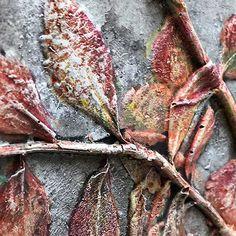 Concrete Bas-Relief Botanical – Colour or Not? Concrete Light, Concrete Leaves, Concrete Bowl, Concrete Molds, Concrete Garden, Poured Concrete, Concrete Crafts, Concrete Projects, Concrete Stepping Stones