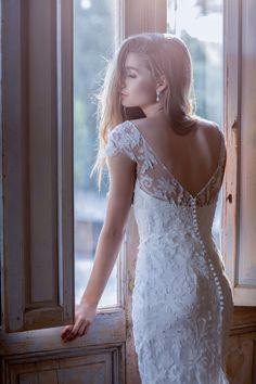 Anna Campbell Ceremony Collection Windsor Wedding Dress   Botanical Lace bridal dress   Low-back wedding dress   Bohemian summer wedding dress