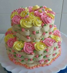 cake with basket weave and roses Z Cake Decorating Icing, Cake Decorating Techniques, Cookie Decorating, Cake Icing, Buttercream Cake, Cupcake Cakes, Pretty Cakes, Cute Cakes, Beautiful Cakes
