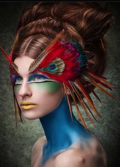 Makeup and Other Special Effects You've Gotta See to Believe . hair & makeup artistry just for a bit of inspiration. she looks like a beautiful bird & makeup artistry just for a bit of inspiration. she looks like a beautiful bird Peacock Makeup, Bird Makeup, Animal Makeup, Eye Makeup, Peacock Hair, Peacock Feathers, Tiger Makeup, Exotic Makeup, Mermaid Makeup