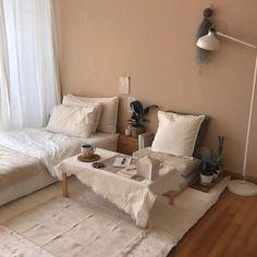 49 minimalist bedroom decoration ideas that looks cool 18 Room Design Bedroom, Small Room Bedroom, Room Ideas Bedroom, Home Room Design, Home Bedroom, Bedroom Decor, Bedrooms, Small Bedroom Interior, Small Rooms