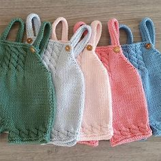 Ravelry: Baggy Baby By By Amstrup - Diy Crafts - maallure Baby Knitting Patterns, Knitting For Kids, Crochet For Kids, Baby Patterns, Knitted Baby Clothes, Knitted Romper, Baby Dungarees Pattern, Pull Bebe, Baby Pullover