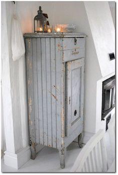 Rustic Blue Painted Cabinet- manualidades.facilisimo.com