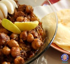 Learn how to make Chole Bhature, a popular Indian main course recipe by Annuradha Toshniwal on Rajshri Food. Chole Bhature is an all-time favourite Punjabi d. Entree Recipes, Veggie Recipes, Indian Food Recipes, Veggie Food, Vegetarian Dinners, Vegetarian Recipes, Cooking Recipes, Easy To Make Breakfast, Punjabi Food