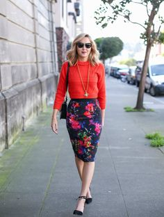 Floral Pencil Skirt + Cropped Sweater wear to work outfit Pencil Skirt Casual, Pencil Skirt Outfits, Floral Pencil Skirt, High Waisted Pencil Skirt, Pencil Skirt Black, Pencil Skirts, Pencil Dress, Mini Skirts, Cropped Sweater Outfit