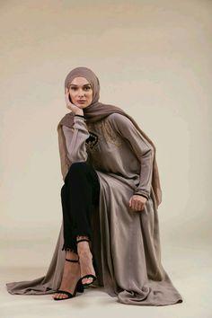 Studio Portrait Photography, Model Poses Photography, Fashion Photography, Photography Ideas, Muslim Fashion, Modest Fashion, Hijab Fashion, Trendy Fashion, Muslim Photos