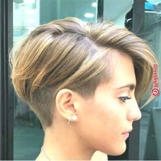 Unique Chic Undercut Hairstyles Designs The newly emerged undercut designs. My Hairstyle, Undercut Hairstyles, Bride Hairstyles, Simple Hairstyles, Short Hair Trends, Hair Falling Out, Haircut For Thick Hair, Short Bob Haircuts, Short Hair Cuts For Women
