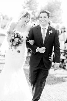 We can feel the joy through this picture of our #EnzoaniRealBride Erica! | Carats & Cake