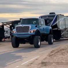 Trailer pulled by a beautiful truck Volvo Commercial transport has its secret headquarters within Sweden Cummins Diesel Trucks, Lifted Ford Trucks, Chevy Trucks, Pickup Trucks, Dodge Dually, Redneck Trucks, Dodge Ram Diesel, Gmc Suv, Pickup Camper