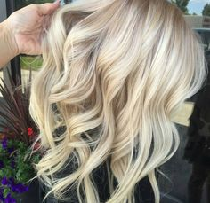 How To Keep Long Hair In Tip Top Condition. The long hair style is hot, which is why lots of women choose to use prolonged, free-flowing hairs rather than the popular short styles of the day. Long Hair Tips, Blonde Haircuts, Beautiful Hair Color, Light Hair, Hair Highlights, Hair Today, Hair Dos, Hair Hacks, Hair Inspiration