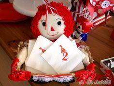 LOVE this Raggedy Ann Basket, cute party tips too.