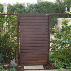 Modern Upcycled Fence - idea for grapevine fenceline