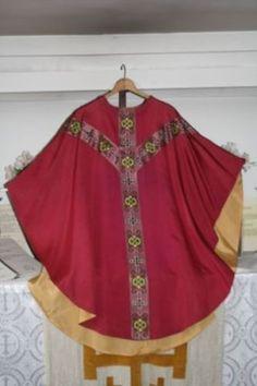 Roman-Violet-Vintage-Mass-Vestment-with-Multicolor-Orphrey
