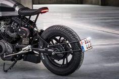 金属の美を堪能。 これまでもカフェレーサー仕様やモダン仕様と、ヤマハ『ビラーゴ』をベースとしたカスタムバイクを取り上げてきましたが、今回はオランダのローゼンダールを拠点に活動するMOTO ADONISの『MOTO ADONIS XV750...