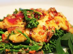 Halloumi with broccoli and sesame Dinner Box, Halloumi, Main Meals, Broccoli, Risotto, Vegetarian Recipes, Low Carb, Dishes, Chicken