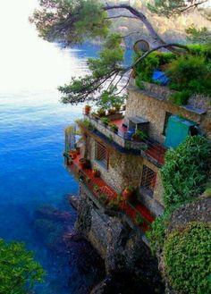 Vandra, bada, äta skaldjur och nuta av citrondoftande träd.. Mmmm. Cince terre ,Italy