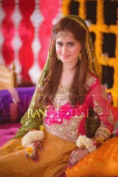 Bridal Mehndi Dresses, Pakistani Bridal Makeup, Pakistani Wedding Outfits, Indian Bridal, Pakistan Bride, Pakistan Wedding, Asian Wedding Dress, Bridal Makeover, Desi Bride