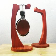 Made from solid hardwood I present to you my favorite headphone stand. Made of two parts of Padauk wood and with two layers of Polyurethane protection. CNC machined, hand routed, hand sanded and hand finished. I hope you enjoy this on your desk as much as I have enjoyed making it! It is a