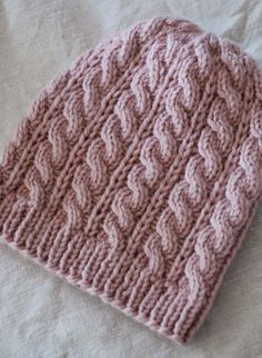 Vaniljan valkoista: Palmikkopipo Hile-langasta Beanie Knitting Patterns Free, Knitting Charts, Knitting Socks, Knitted Hats, Crochet Patterns, Knit Or Crochet, Crochet Hats, Crochet Christmas Decorations, Knit Fashion