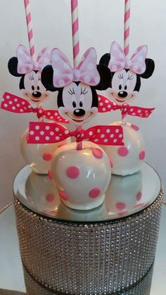 Minnie Mouse Polka Dot Candy Apples made by Pearland Sweet Tooth Más Bolo Da Minnie Mouse, Minnie Mouse 1st Birthday, Minnie Mouse Theme, Minnie Mouse Baby Shower, Baby Mouse, 1st Birthday Parties, Minnie Mouse Cake Pops, 2nd Birthday, Birthday Ideas
