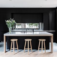 Design inspo: Beautiful black kitchens - STYLE CURATOR Designing a new kitchen and thinking of using black cabinets? Here are the best black kitchens Contemporary Kitchen Design, Modern Interior Design, Interior Design Kitchen, Design Interiors, Modern Contemporary, Interior Architecture, Black Interiors, Contemporary Building, Contemporary Cottage