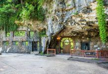 Beckham Creek Cave Lodge is a Resort in Parthenon. Plan your road trip to Beckham Creek Cave Lodge in AR with Roadtrippers. Bunker, Beckham, Indoor Waterfall, House On The Rock, Parthenon, House Drawing, Exterior, Big Houses, Estate Homes