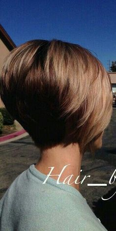 New Bob Haircuts 2019 & Bob Hairstyles 25 Bob Hair Trends for Women - Hairstyles Trends Graduated Bob Hairstyles, Stacked Bob Hairstyles, Cool Hairstyles, Teenage Hairstyles, Short Graduated Bob, Medium Hairstyles, Hairstyles Haircuts, Straight Hairstyles, Hairdos For Short Hair