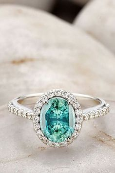 30 Engagement Ring Halos that Will Make You Say OMG