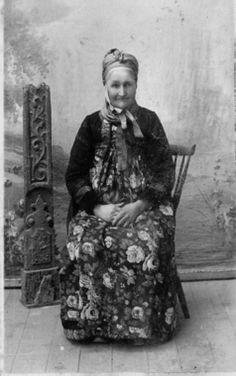 DigitaltMuseum - Portrett,bunad. Birgit Lio Brask. 1906