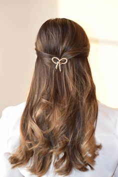 Hair pins - new favourite accessories Hair Pins, Bobby Pins, Latest Trends, Curly, Hair Accessories, Feminine, Long Hair Styles, Summer Dresses, Stylish