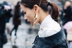 Carré ultra-court, regard graphique, ponytail revisitée… Passage en revue des tendances beauté de la saison prochaine, repérées dans les rues parisiennes.