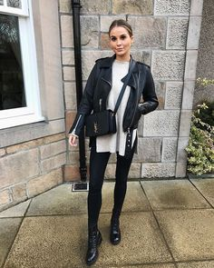 Cute and trendy casual outfit. Winter Fashion Outfits, Fall Winter Outfits, Autumn Winter Fashion, Fashion Dresses, Outfits Leggins, Leather Jacket Outfits, Biker Boots Outfit, Combat Boot Outfits, Black Boots Outfit