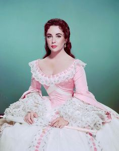 Elizabeth Taylor With Her Beautiful Pink Dress Picture Celebrity Print Elizabeth Taylor, Classic Actresses, Beautiful Actresses, Hollywood Actresses, Divas, Beautiful Gowns, Most Beautiful Women, Belle Epoque, Actrices Hollywood