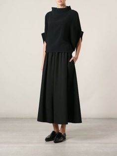 Yohji Yamamoto shortened the pants with a wide leg -You can find Yohji yamamoto and more on our website.Yohji Yamamoto shortened the pants with a wide leg - Yohji Yamamoto, Looks Style, Style Me, Mode Outfits, Fashion Outfits, Fashion 2018, Fashion Brands, Cropped Wide Leg Trousers, Wide Legged Pants