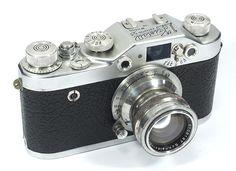 Kristall 53(前期型)~1953年 Xenar 5cm F2 (クセナー) クリスタル3Sの後継機で、ファインダー回りを一新し、28mmから105mmまでをカバーするビューファインダーが用いられています。
