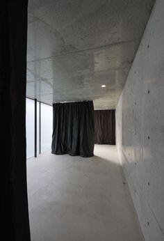 House in Takadanobaba / Florian Busch Architects http://decdesignecasa.blogspot.