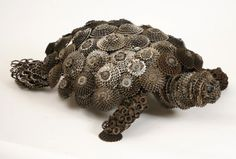 Recycled bicycle parts turtle Bicycle Parts Art, Recycled Bike Parts, Bicycle Art, Bicycle Crafts, Bicycle Decor, Collages, Turtle Crafts, Recycling, Ideas Prácticas