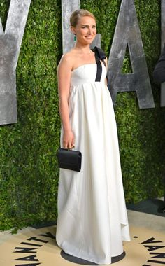 Natalie Portman wears a white Dior gown with a black bow on the shoulder, vanity Fair Oscars Party 2013, Oscars 2013