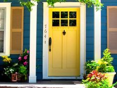 Lynette Jennings (now you know just how old I am) always said that if you wanted to sell your house you should paint your door yellow. I painted mine yellow even thought I wasn't selling my house. It's just pretty and I'm the only one in the subdivision who has a yellow door. I am the different drummer.