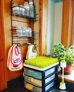 Baby Bottle Organization, Baby Bottle Storage, Room Organization, Baby Storage, Organizing Baby Bottles, Nursery Storage, Baby Outfits, Ideas Para Organizar, Baby Kicking