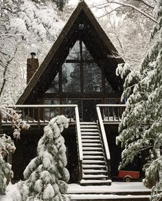 This A-frame looks A-mazing with a snowy backdrop. Thanks to @veronicademore on Instagram for the seasonal snap.