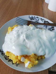 Mămăligă cu smântână Pudding, Eggs, Breakfast, Desserts, Recipes, Food, Morning Coffee, Tailgate Desserts, Deserts