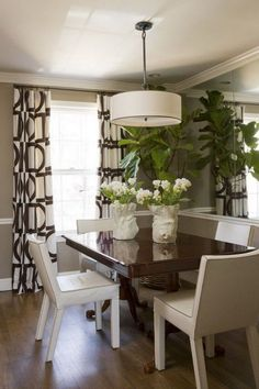 Small Dining Rooms That Save Up On Space Dining Room Decor small dining room decorating ideas photos Small Dining Area, Small Space Living Room, Small Rooms, Small Spaces, Small Lounge, Dining Room Curtains, Dining Room Bar, Dining Room Design, Burlap Curtains